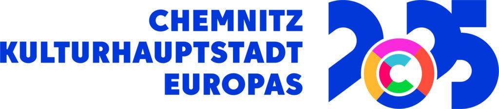 Logo Chemnitz Kulturhauptstadt Europas 2025 mit blauer Schrift auf weißem Untergrund.
